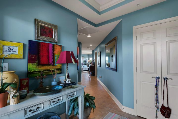 1732 W Co Highway 30-A UNIT 401R Welcome Home. Beautiful Foyer