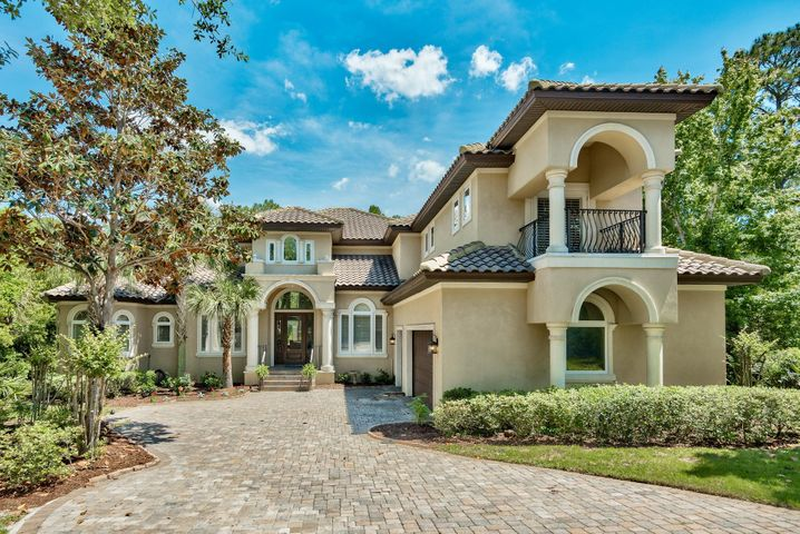 Custom built 2006 Parade of Homes winner! A MUST SEE!