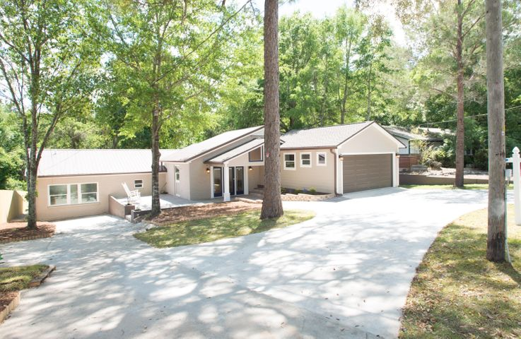 Expansive Property in Heart of Niceville that has Everything You'd Ever Want in a Home!