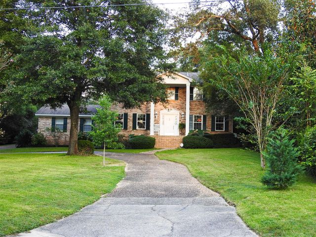 Beautiful Colonial Home on Over 1/2 Acre in the City