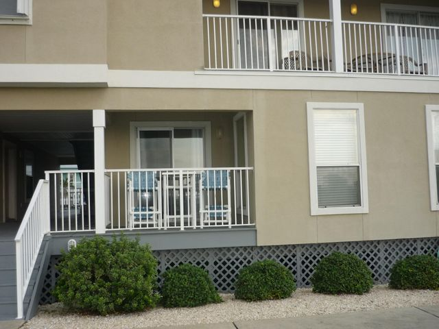 7464 Sunset Harbor Drive, APT 113, Navarre, FL 32566
