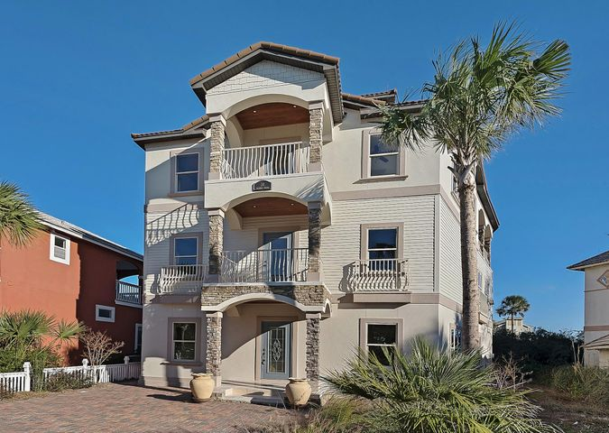 Located in the heart of Seagrove - close to Seaside, shopping & local restaurants