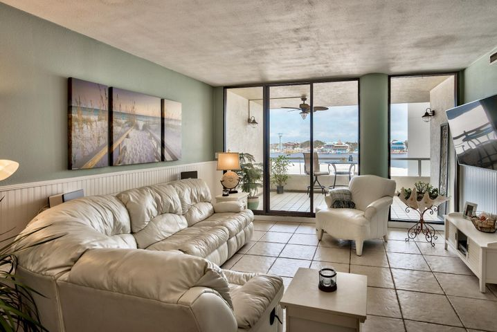 Unobstructed Views of the Destin Harbor