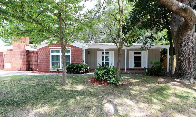 1003 Julia Avenue, Niceville, FL 32578