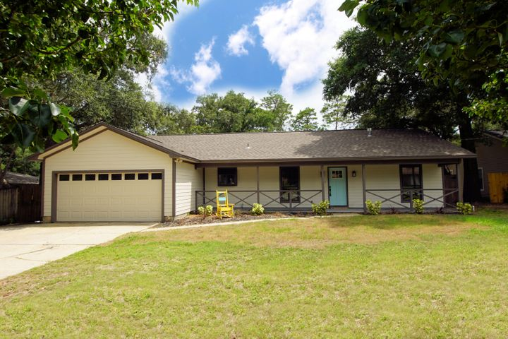 Warm, renovated home in convenient location!