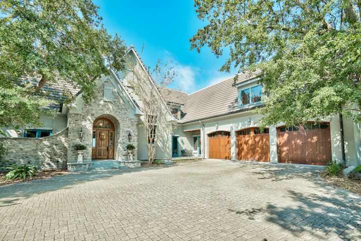 Gorgeous home with 3 car garage and 10ft doors