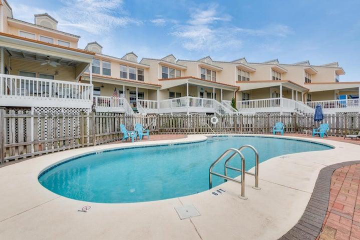 7905 White Sands Boulevard, APT 4, Navarre, FL 32566