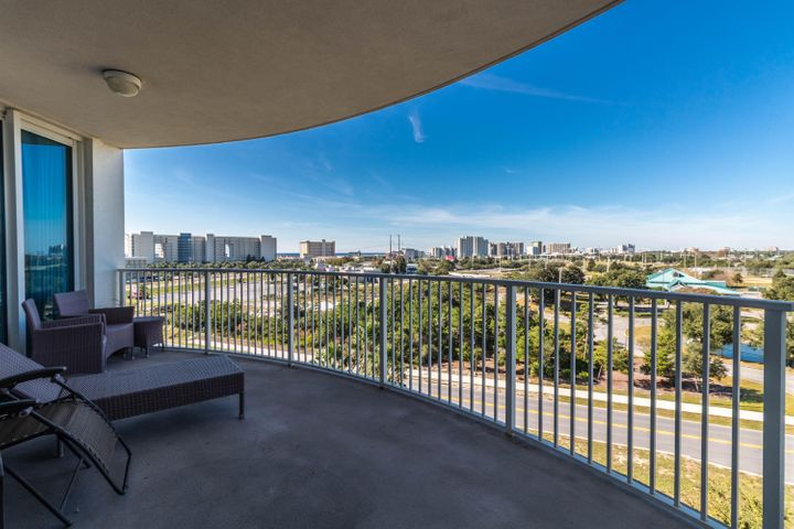 Immaculate full 2bd/2ba turn-key unit. Enjoy Gulf and bay views over the city of Destin. All utilities included in HOA fees! The Palms of Destin has amenities galore including a 2 acre oasis with an 11,000 square foot lagoon pool, one of the largest hot tubs in Destin, a kiddie splash area, basketball and tennis courts, playground, large fitness center, security, covered parking, and much more!