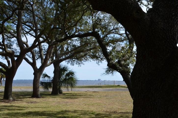 Awesome Views of Bay among majestic oaks