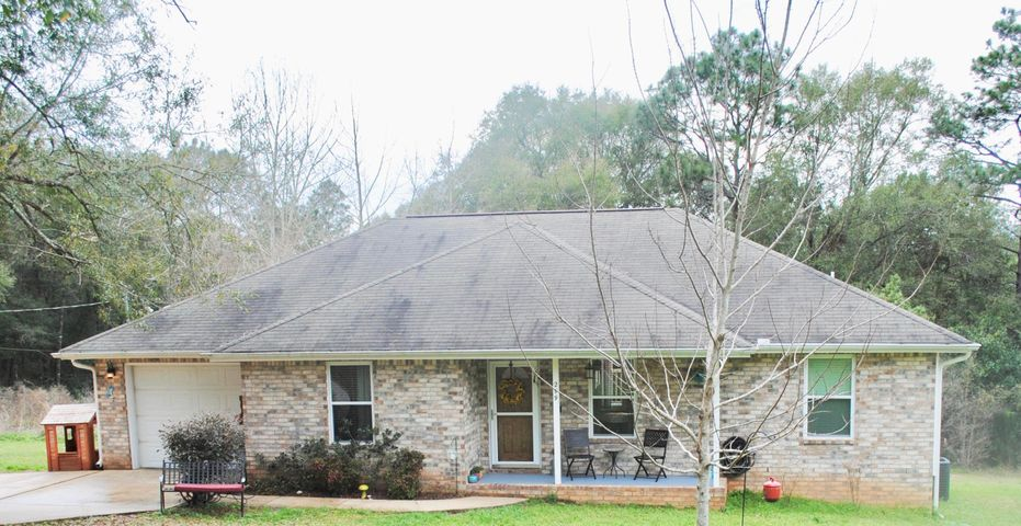 299 Lakeview Drive, Crestview, FL 32536