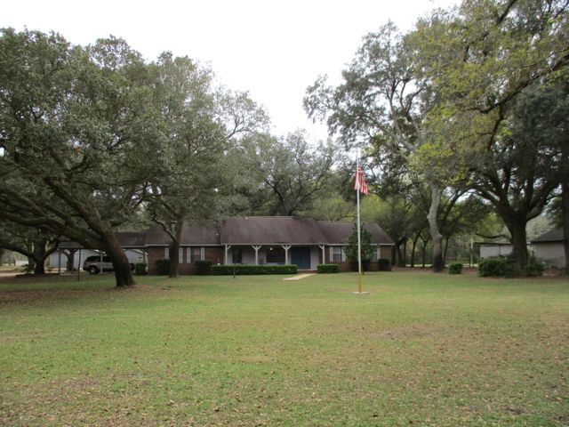 Country Living on this 3.74 acres