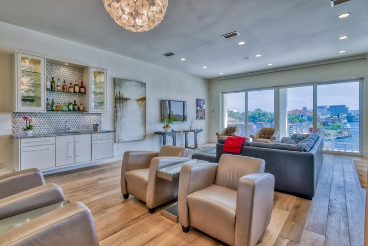 Sitting Area perfectly placed by 2nd floor wet bar