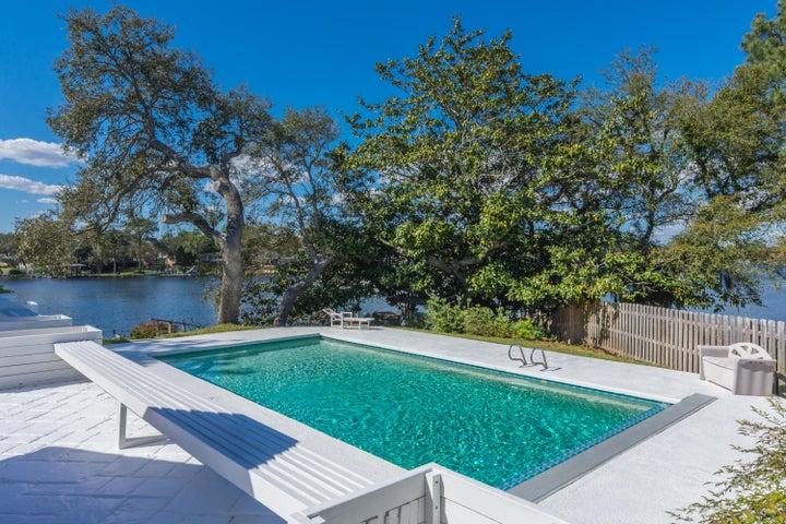 305 NW Vaughan Street, Fort Walton Beach, FL 32548