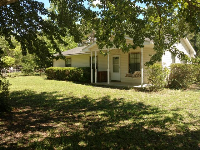 209 Pine Street, Freeport, FL 32439