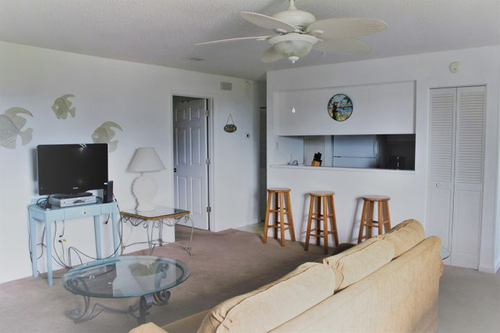 Affordable 1 Bedroom, 1 Bath condominium. Centrally located in the heart of Destin. Close to beaches, Restaurants, Shopping and Entertainment. Amenities include: 3 pools, tennis, out door grills, community room. Great rental unit, vacation or long term. Buyer to verify any & all dimensions.