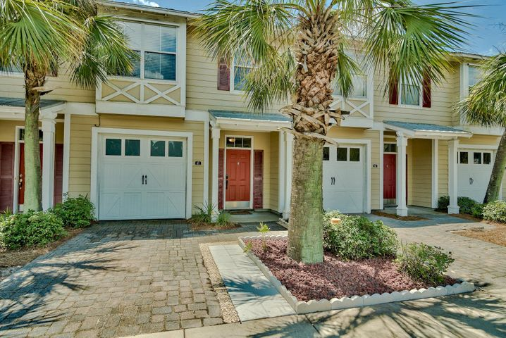 Beautiful 3BR/2.5BA Eagle Bay townhome conveniently located 1 mile from Hwy 98 and a short drive to Wal-Mart, The Donut Hole, Sacred Heart Hospital, Publix, Grand Boulevard, TOPS'L Resort, Sandestin Resort and the Silver Sands Outlet Mall.