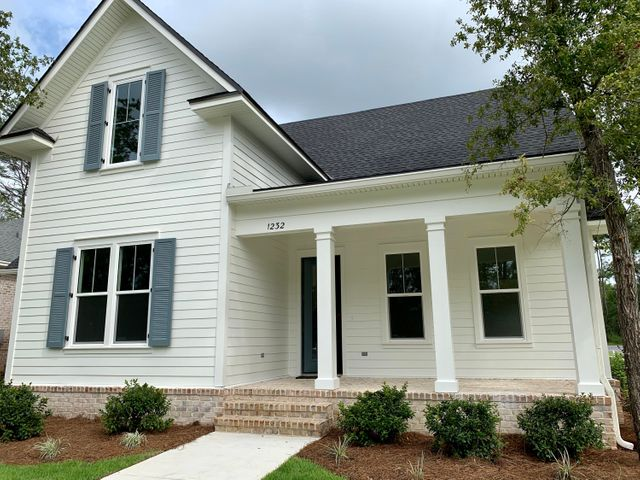 Move in ready! New construction in beautiful Deer Moss Creek!