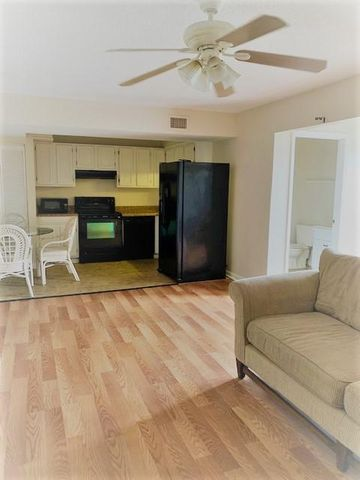 Vacant 1 Bedroom, 1 1/2 bath, partially furnished. First Floor easy access, on the lake side. Centrally located in the Heart of Destin. Close to Beaches, Restaurants, Shopping & Entertainment, Amenities include: 3 Pools, Tennis, Out Door Grills, Community Room, Buyer to verify any & all dimensions