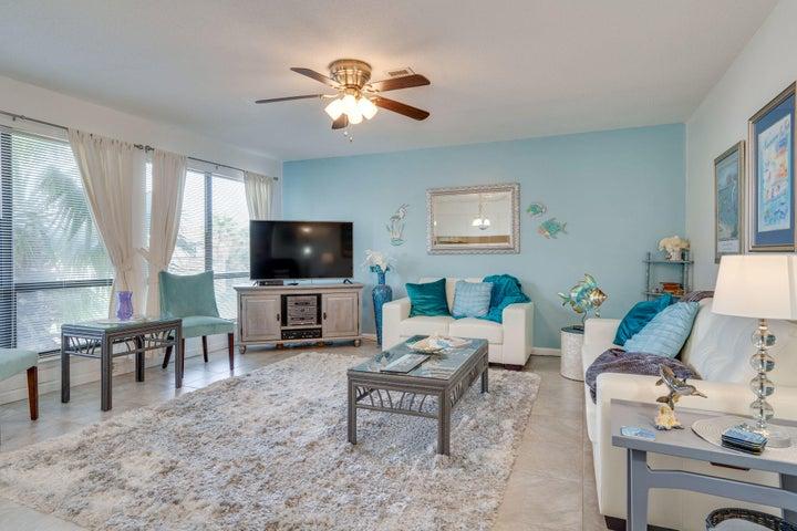 8425 Gulf Boulevard, APT 209, Navarre, FL 32566