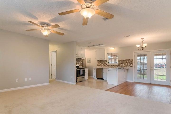 6052 Robin Road, Crestview, FL 32539