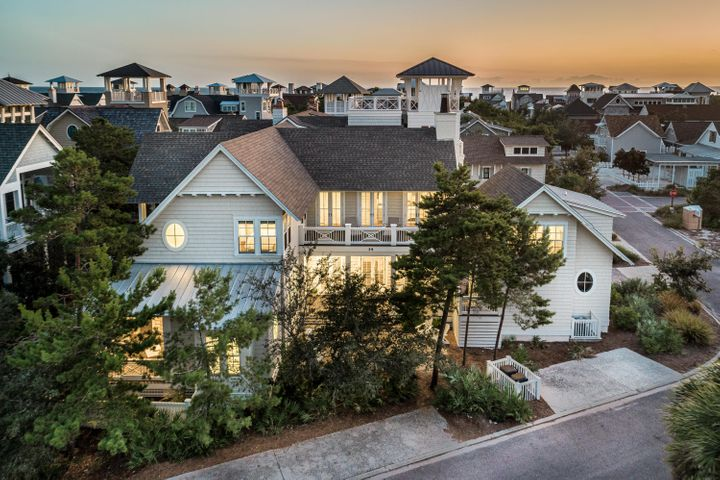 Beautiful 4 bedroom + Carriage House WaterSound Beach home