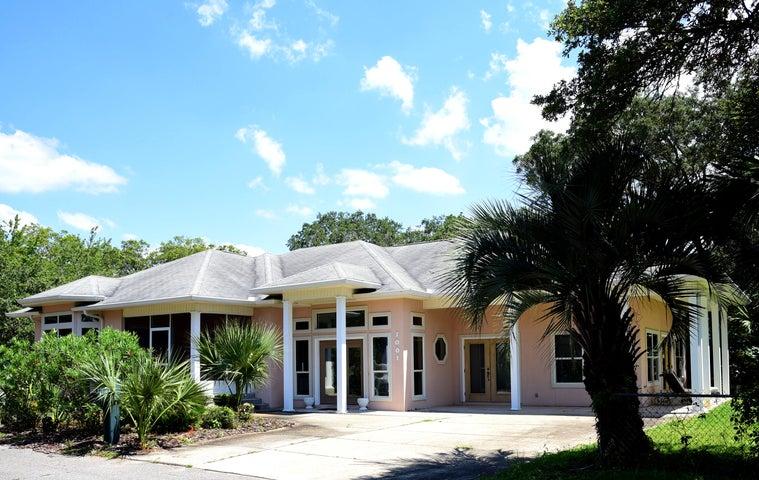 1001 NE Beachview Drive, Fort Walton Beach, FL 32547