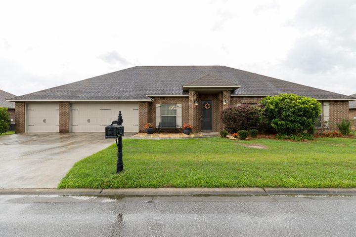 Welcome Home to 4529 Annabelle Lane in south Crestview!