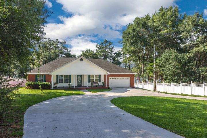 516 Blue Pond Circle, Ponce De Leon, FL 32455