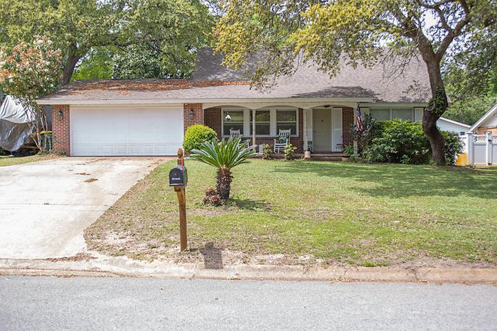 Great Central Location! Close to Bases, Beaches and Shopping!