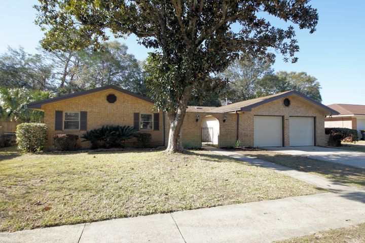 Kenwood Home with Many updates! Great Location