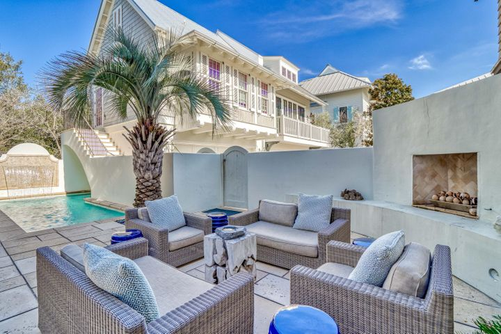 PRIVATE COURTYARD w/ POOL, FIREPLACE & outdoor DINING for 10, creates an OASIS for family vacation or LIVING!