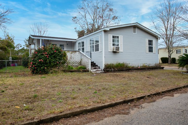 AS-IS. HURRY this one won't last long and is priced to SELL! This mobile home has open floor plan with 2120 sq ft of living space! A rare find with four bedrooms, three bathrooms and two living/family room spaces.