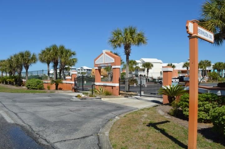7656 Key West Drive, Navarre, FL 32566