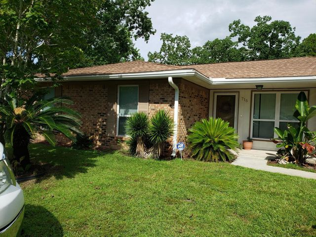 715 Meadow Court, Fort Walton Beach, FL 32547