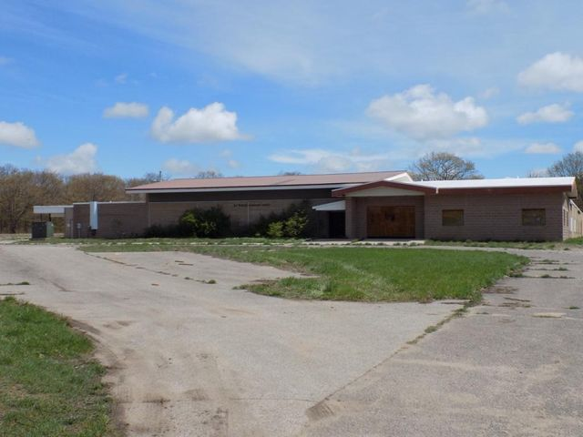15901 Country Wood DR, Kinross, MI 49788