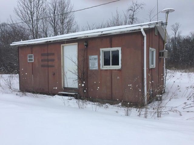 small 1 room cabin w/bathroom