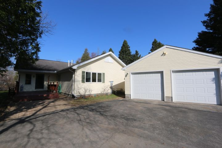 5044 N Pine River RD, Hessel, MI 49745