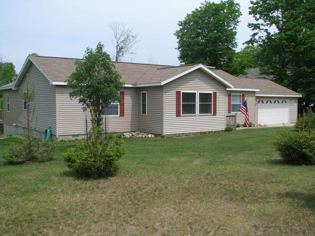 21652 Ridge RD, Grand Marais, MI 49883