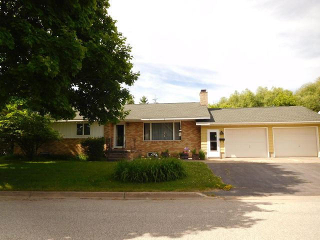3 BEDROOM 2.5 BATH HOME WITH FULL FINISHED BASEMENT