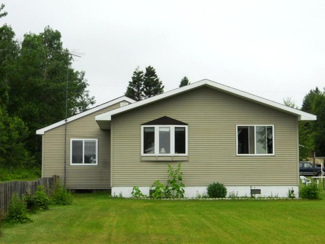 2 BEDROOM WATERFRONT HOME WITH SEPARATE APARTMENT