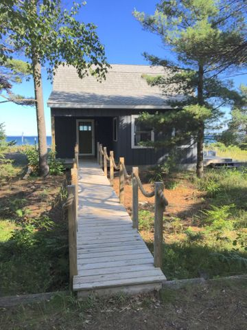 3 bedroom/2 bath beachfront getaway on prime Whitefish Bay frontage