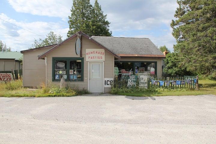 33674 E Johnswood RD, Drummond Island, MI 49726