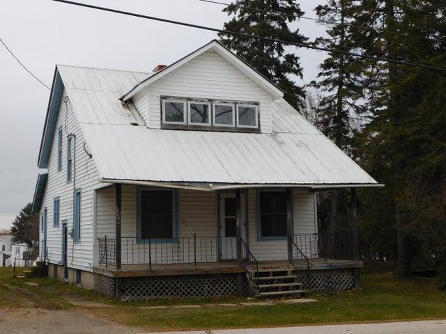 325 S Ontario ST, De Tour Village, MI 49725