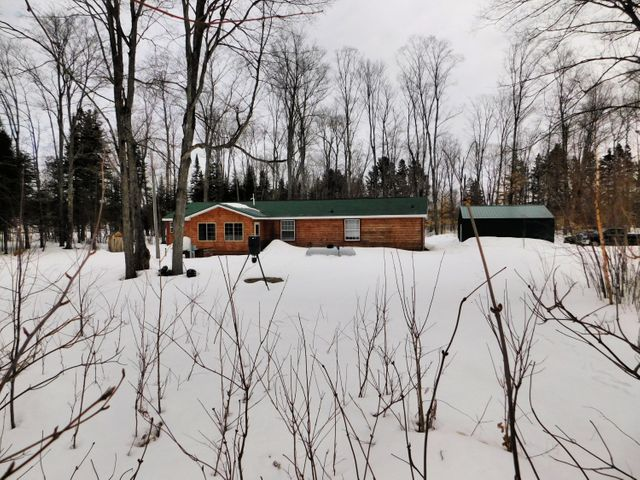 33961 W Huckleberry Lake RD, Trout Lake, MI 49793