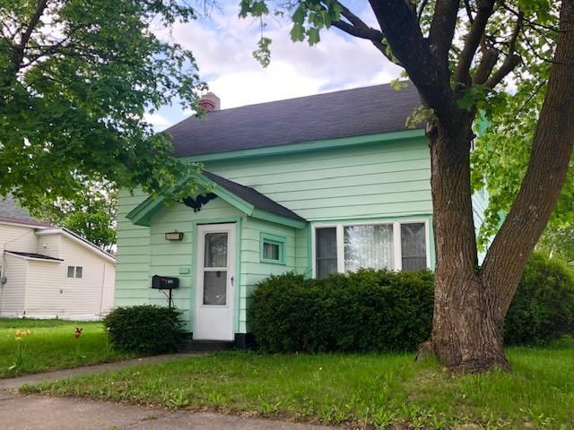 3 bedroom 1 1/2 bath home in downtown Newberry.