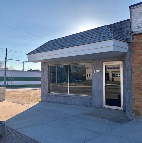 1000 square office building with large parking lot. Centrally located in downtown Sault Ste. Marie.