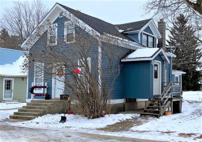 Older duplex in downtown Newberry. Great rental history.