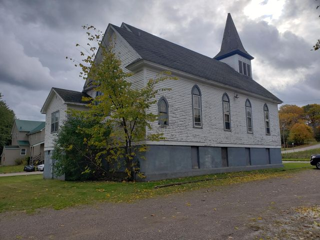 700 Eureka ST, Sault Ste Marie, MI 49783