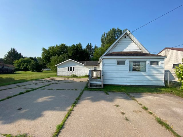 1080 E Portage AVE, Sault Ste Marie, MI 49783