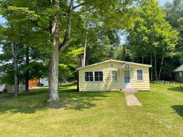 7565 Millecoquin Lake RD, Engadine, MI 49827